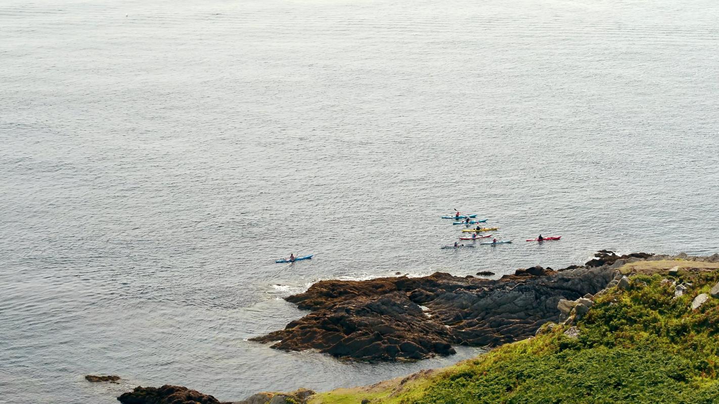 canoeing cornwall coastline